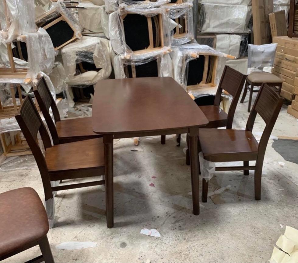 Mẫu bàn ăn nhỏ gọn 4 ghế TAGO